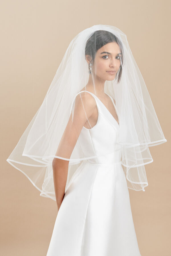 Two tier tulle veil with a thin horsehair trim