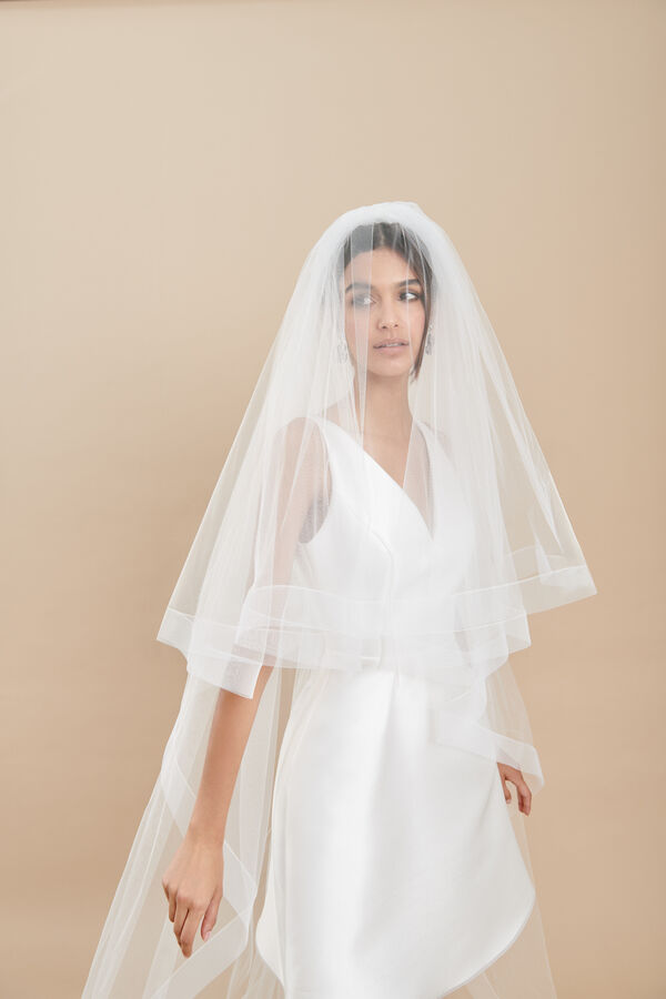 Two-tier tulle veil with gathering and horsehair trim