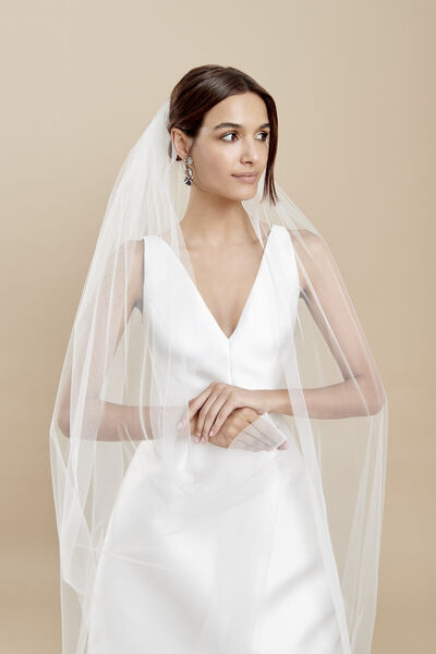 Tulle veil with gathering and horsehair trim