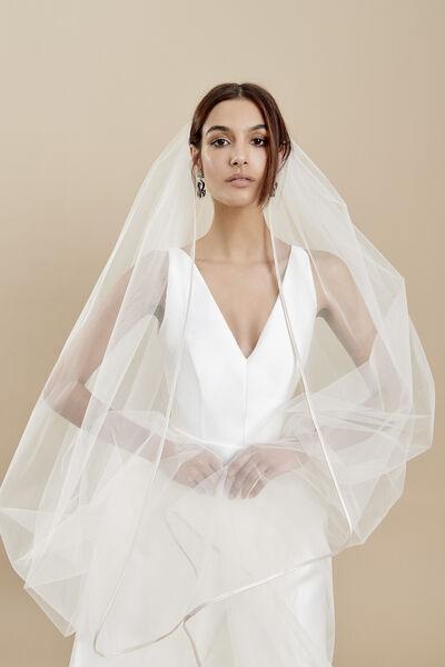 Tulle veil with a silk mikado edge