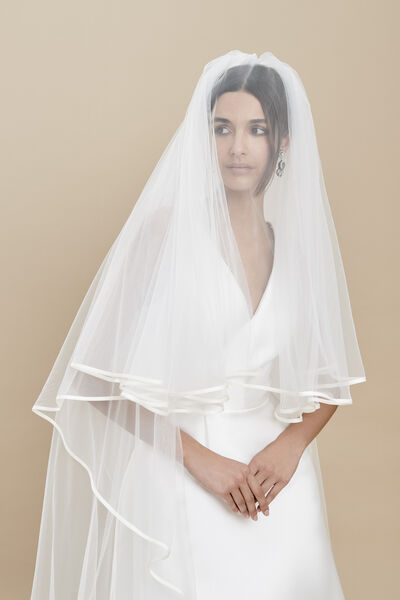 Two-tier soft tulle veil with a thin silk organza edge