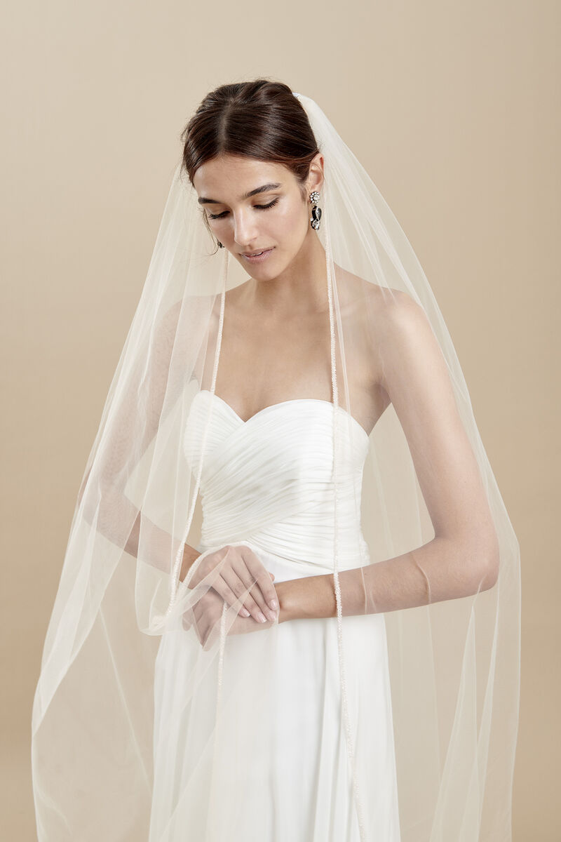 Tulle veil with a thin and radiant embroidered edge embellished with crystals