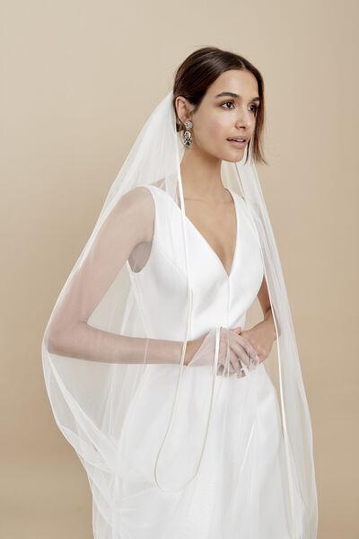 Soft tulle veil with a thin duchess silk edge