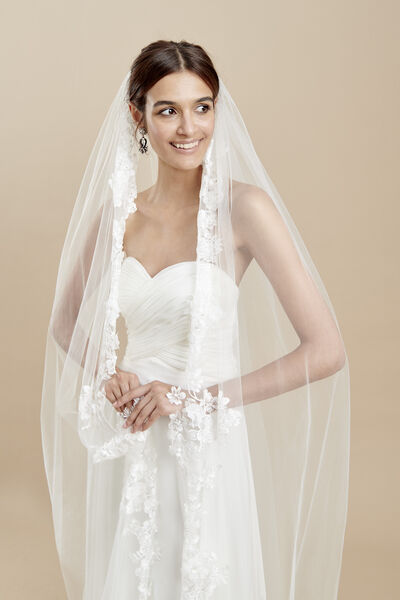 Tulle veil with embroidery detail and three-dimensional flowers