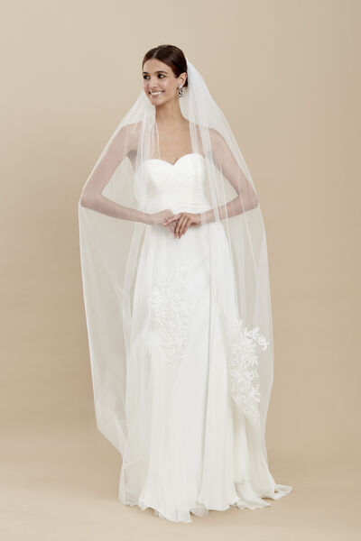 Tulle veil with motifs embroidered with enriched thread