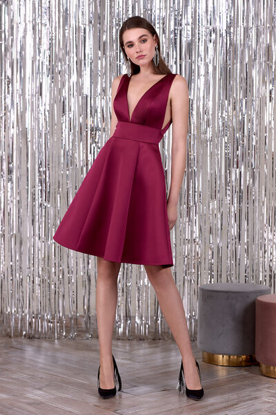 Short satin dress with V-neck