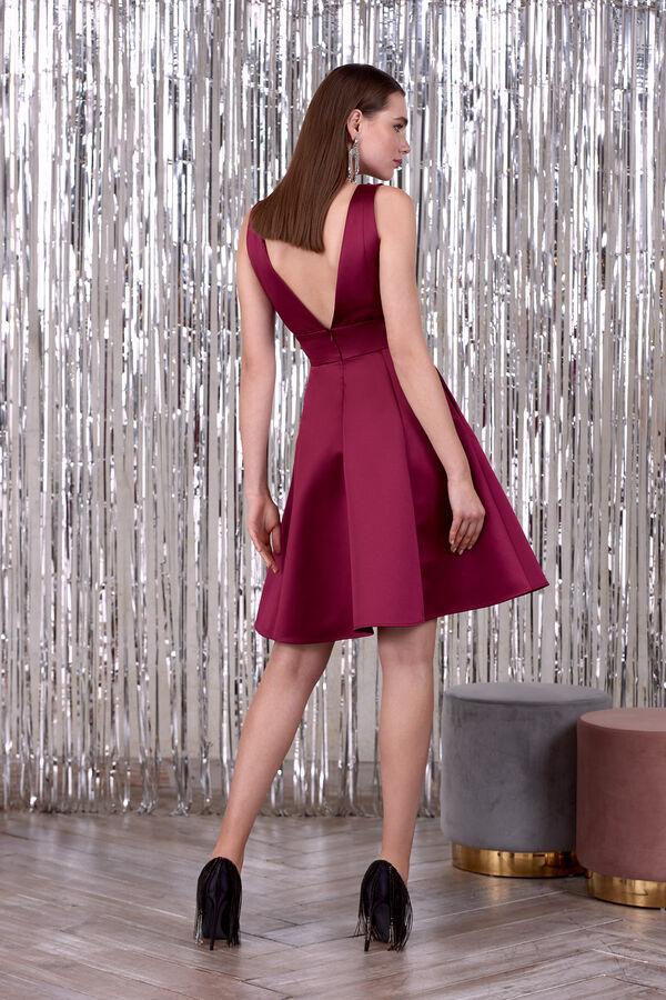 Short satin dress with V-neck