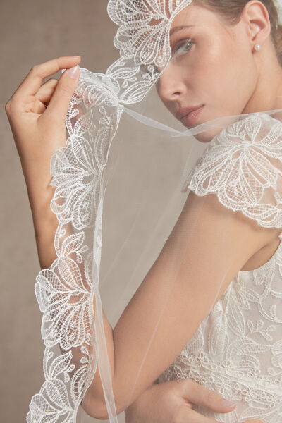 Tulle veil with an embroidered tulle edge - Bridal
